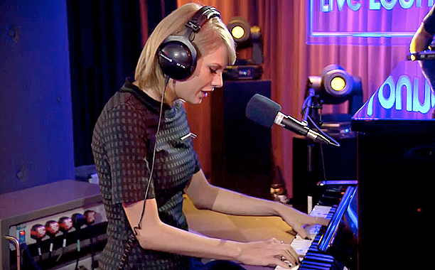 "Taylor Swift Covers Vance Joy's Song ""Riptide"" And It Is Absolutely Beautiful"