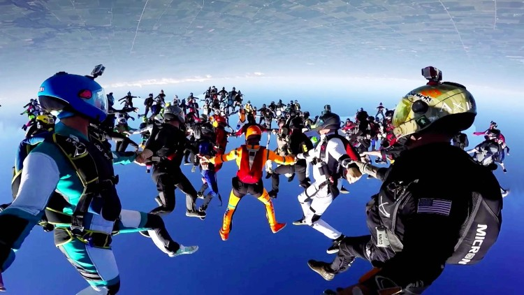 164 People Break The World Record For Largest Group Skydiving Formation!